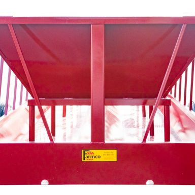 Cattle hay feeder with insert for feeding silage or chopped feed