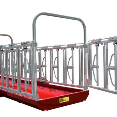 rear trailer with door open to the cattle headlock feeder